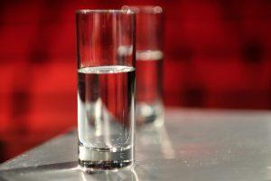 ارتباط نوشیدن آب برار مراقبت از پوست